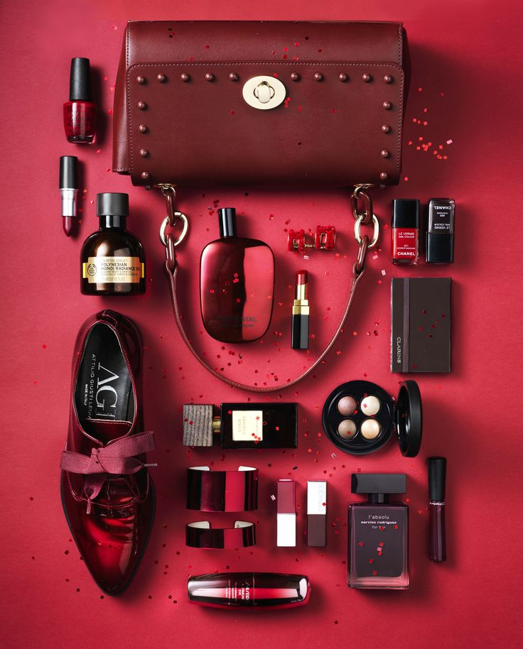 Fashion & Beauty Werf in JAN Magazine Photography by Frank Brandwijk | 'Only Red' 'Accessories & Makeup' 'Photography Stilllife Beauty Product, Make Up & Cosmetics'