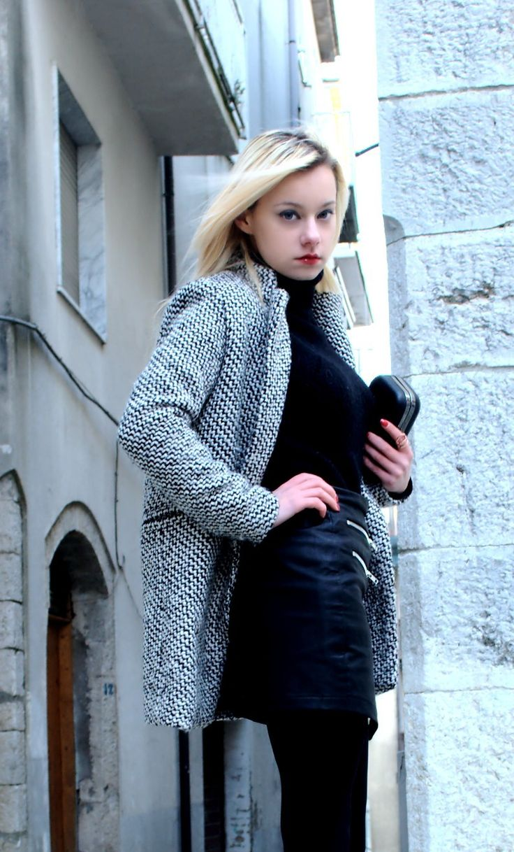 Outfit con cappotto black and white e gonna in pelle by @teresamorone