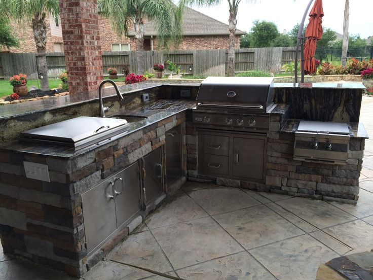 This outdoor kitchen by outdoor homescapes of houston for Drop in cooler for outdoor kitchen
