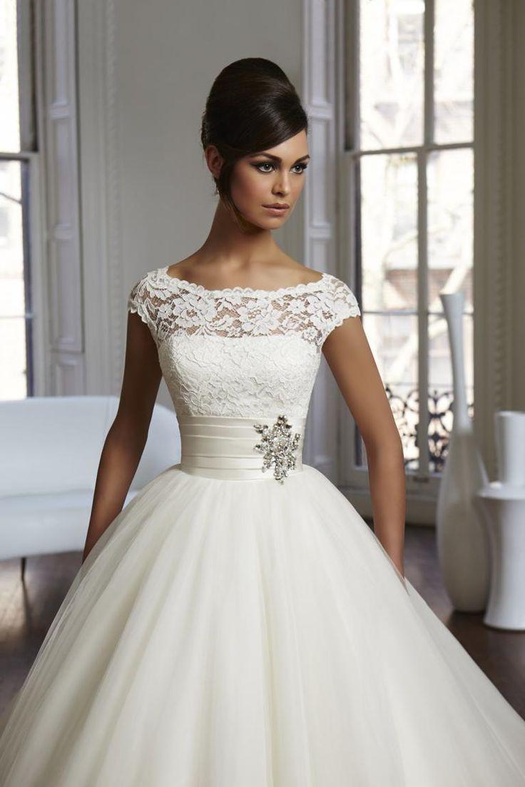 Romantische bruidsjapon van Mori Lee. Strass, parels, pailletten. By Taft & Tule - taftentule.nl