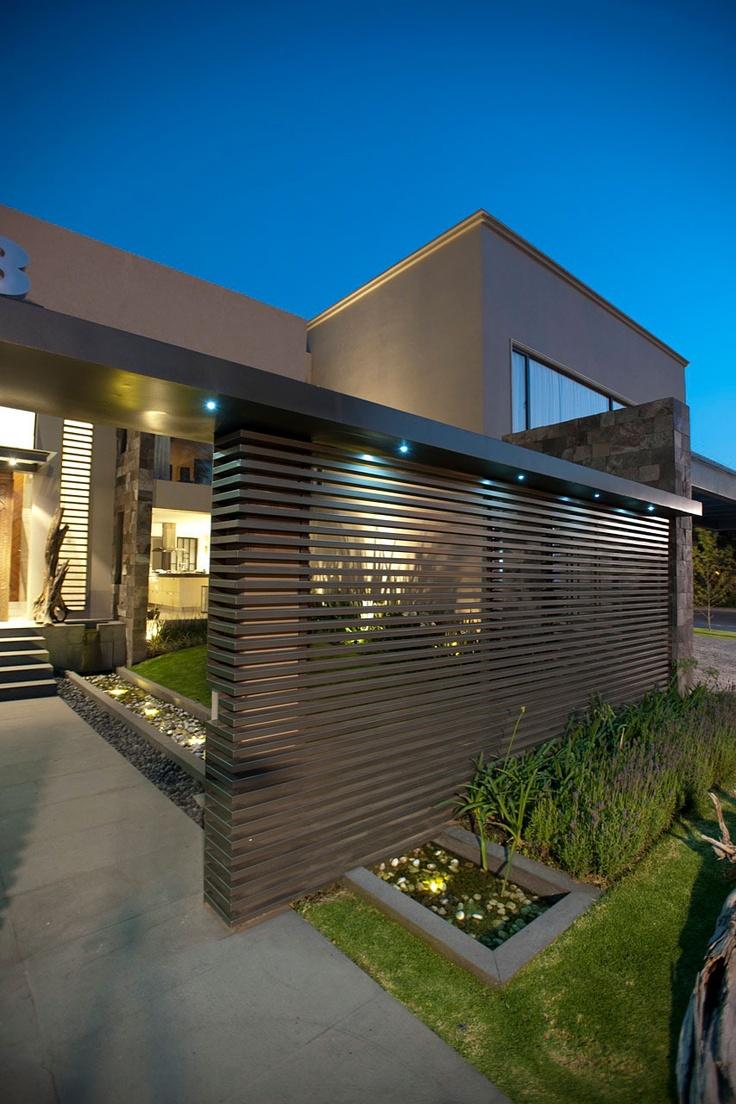 Casa LC - Modern bungalow wall design