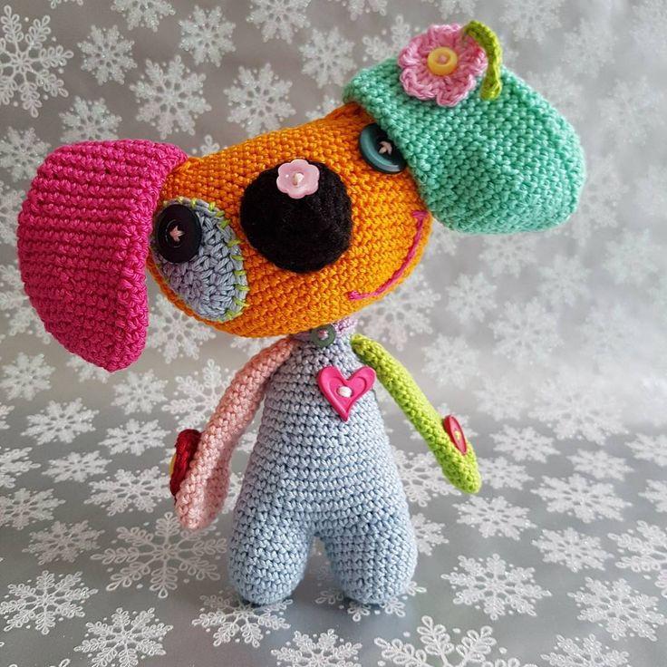 "NessyConfetti&gift❤Erika Pipo (@erikapipo_nessyconfetti) na Instagramu: ""Rainbow dog VendulkaM crochet pattern based. #crochet #rainbowdog #vendulkam #lovecrochet…"""