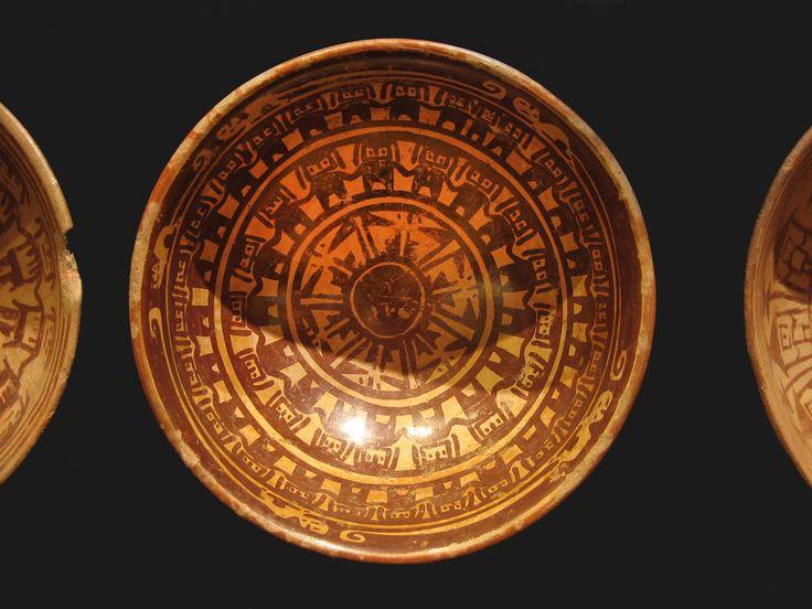 www.gogoanhalzer.com  This Pre-colombian plate belonged to the Carchi culture. Plato precolombino de la cultura Carchi.  www.gogoanhalzer.com
