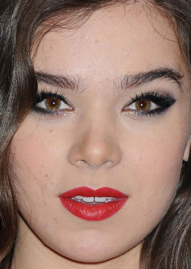 Close-up of Hailee Steinfeld at the 2015 Met Ball. http://beautyeditor.ca/2015/05/06/met-ball-2015