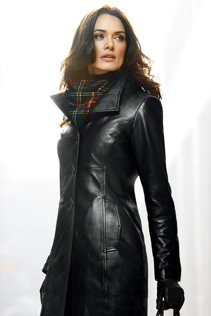 Leather Coat Daydreams: The resplendent lady in a leather coat as some of us see her