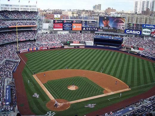 Le Yankee Stadium est un stade de baseball situé dans le borough du Bronx à New York. Il remplace l'ancien stade du même nom en tant que domicile des Yankees de New York de la Ligue majeure de baseball. Profitez d'un de nos forfaits pour aller le visiter!!! Jaimonvoyage.com