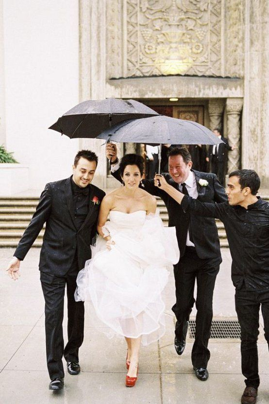 Starting the year off with some romance ... a beautiful Greek wedding held in Los Angeles.  The bride has not one, but two stunning Vera Wang gowns, white for the wedding and black for the reception!   They all got caught in the rain, but still managed to look so stylish!  via dustjacket