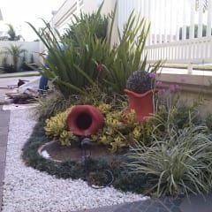 Jardins modernos por Borges Arquitetura & Paisagismo