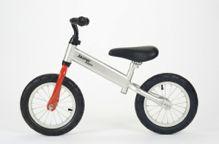 Deze robuuste loopfiets is er voor de snelle stoere kinderen onder ons. Op deze loopfiets leer je balans te houden zoals op een fiets. Het zadel en stuur zijn in hoogte verstelbaar. De zadelhoogte is verstelbaar tussen de 40 cm en 47 cm. De Jasper Toys loopfiets is CE gekeurd. - See more at: http://demo.fysiotoys.nl/grove-motoriek-ruimtelijk-inzicht-lichaamsbewustzijn/jasper-toys-loopfiets-grijsrood#sthash.w8BmNJHq.dpuf