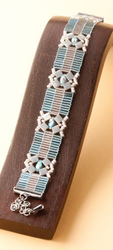 Julia, lovely bugle and tila bead bracelet tutorial from Rayher. Free PDF download