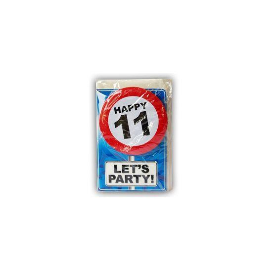 Happy Birthday kaart met button 11 jaar. Leuke verjaardagskaart voor een 11e verjaardag. Met stopbord button die de jarige zelf kan dragen.
