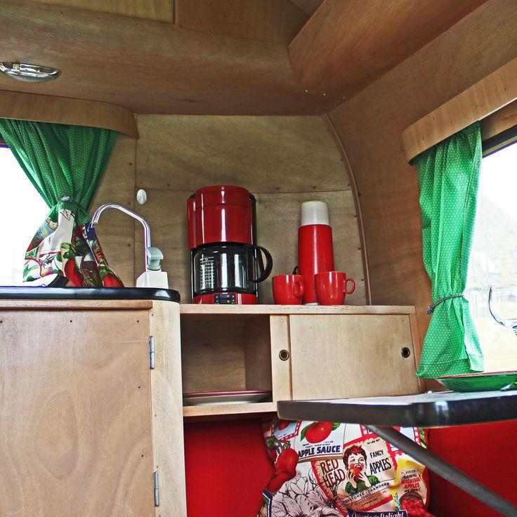 Eten koken in  kleine keuken constructam caravan  of lekker buiten grillen.Het kan allebei