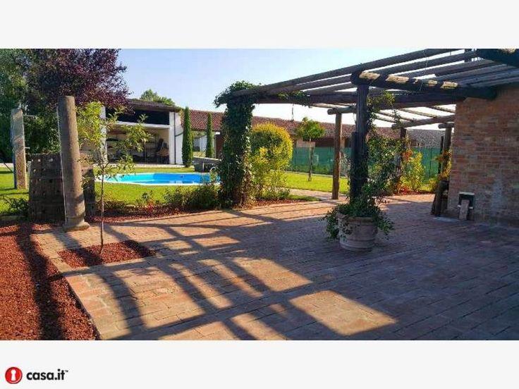 Crema adiacenze 2 km cascina ristrutturata con piscina