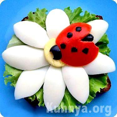 Ladybugs tomato  ~ Slice of bread, lettuce, hard boiled egg, tomato & black olive