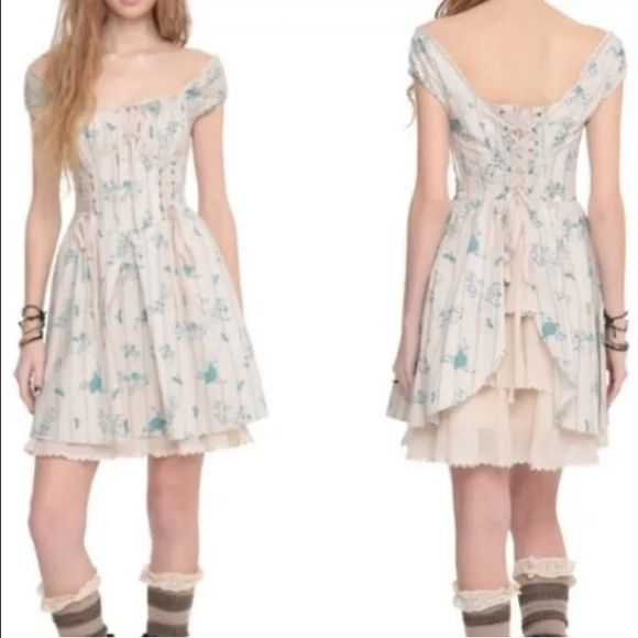 Hot topic Disney Cinderella XS dress EUC Gorgeous dress worn twice.  Sz XS. Cinderella hot topic dress hard to find.  Back has corseting. Super cute. Hot Topic Dresses Mini