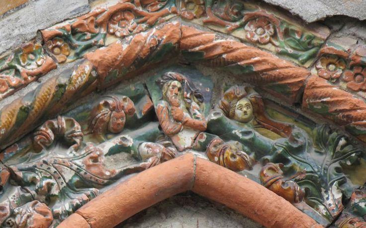 Andorno Micca, particolare della facciata medievale (monumento nazionale per queste decorazioni)