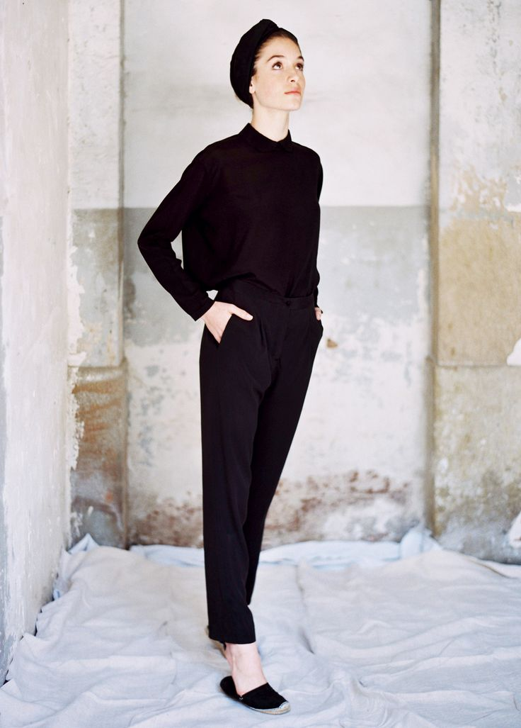 Black shirt and pants sandal hairband turban