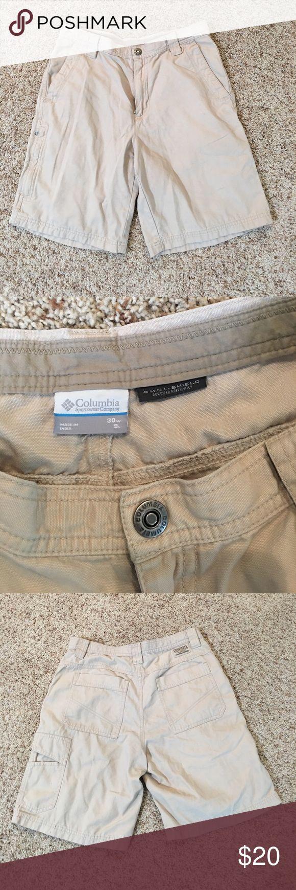 Columbia sportswear company cargo shorts Omni Shield advanced repellency made by Columbia sportswear company. Small lipstick smudge on cuff as shown in the image. Columbia Shorts Cargo