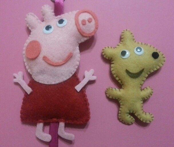 Peppa pig e teddy in feltro www.facebook.com/magliaetricotPeppa Pigs, Felt Peppa Pig, Pigs Teddy