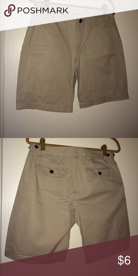 Old Navy Khaki Shorts Old Navy Women's Khaki Shorts, 2 front pockets and 2 back pockets w/ button closure. Size 8 -- Color: Tan. Worn twice in excellent condition. Clean home, no pets, no smoking. Old Navy Shorts