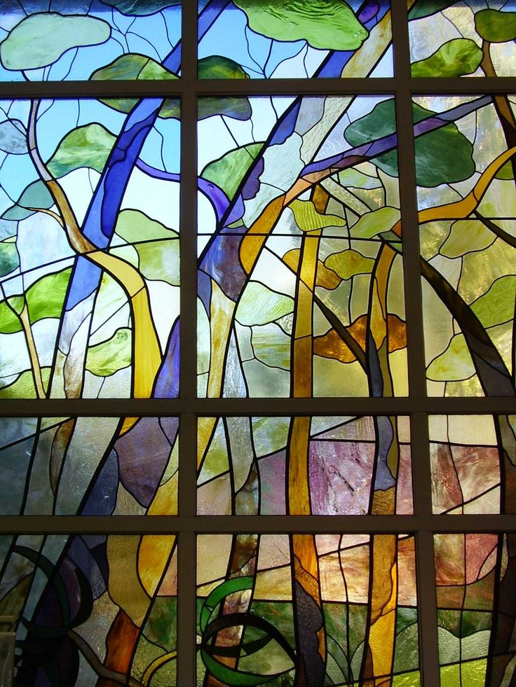 The Kalamunda Library houses the largest stained glass window in the Southern Hemisphere. This mammoth task was undertaken by the Kalamunda Stained Glassgroup in 1987 – 1988, and features the green-grey foliage and the dramatic hills landscape, which are distinctive features of the region. The window is best viewed at night when it is lit from within.
