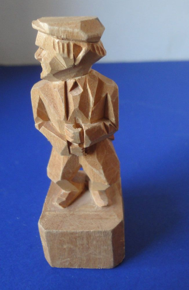 "Vintage Folk Art Wood Carving Scotsman With Cap Signed 3-1/2"" High"