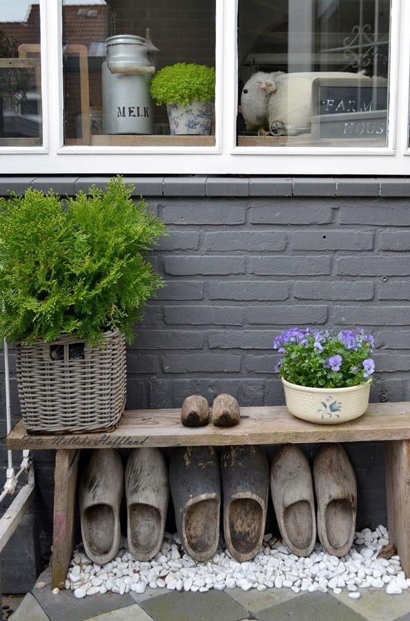 **beetje het landlevengevoel** voor bij de voor deur of de zijkant van het huis. pure decoratie