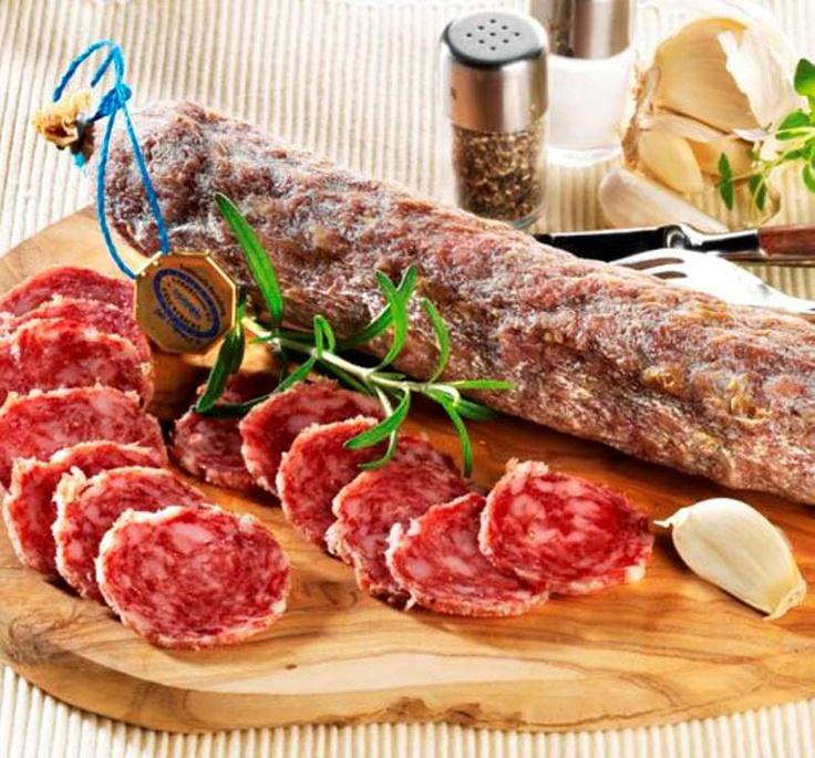 Hessische Ahle Wurst -nordhessische Küche -schweinefleisch, fleisch und Bacon gemacht.