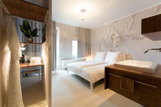 Uniek #hotel #Modez in #Arnhem. Dit hotel concept is bedacht door de enige echte #mode-illustrator Piet Paris! Alle kamers zijn ontworpen door bekende Nederlandse #mode-ontwerpers en hebben elk een uniek thema! #Nederland #mode #fashion #travelbird