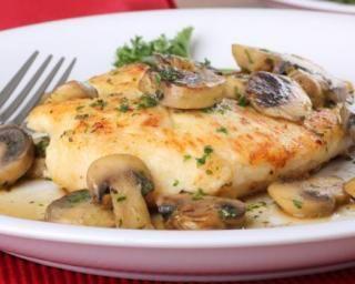 Escalope de dinde aux champignons : http://www.fourchette-et-bikini.fr/recettes/recettes-minceur/escalope-de-dinde-aux-champignons.html