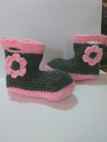 Botitas hechas a crochet patron propio, botitas de niñas, bebe.