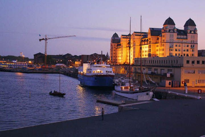 Google Image Result for http://artsmylife.webs.com/photos/photography/Oslo%20Norway%20City%20Lights.jpg