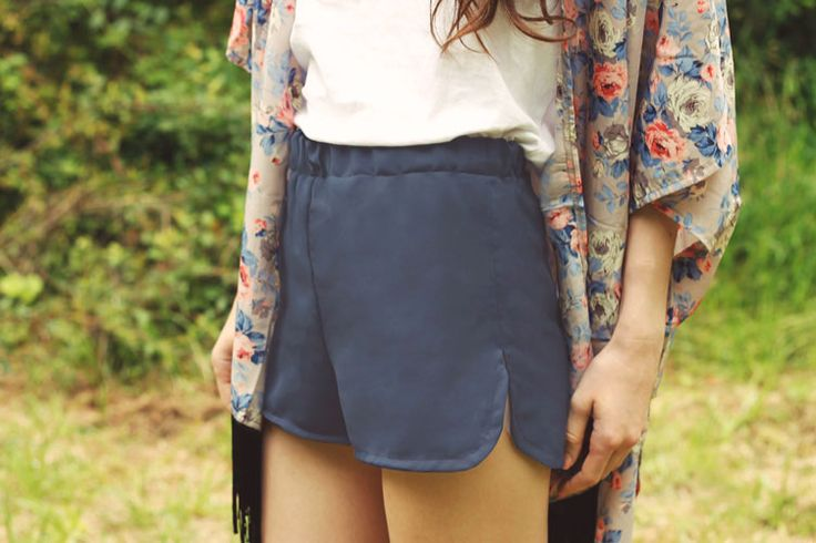 DIY Shorts | Elle Frost What a pretty pair of shorts - and there's a free pattern download so you can make a pair for yourself! These would be great in a floral pattern with a white shirt - great for Summer!
