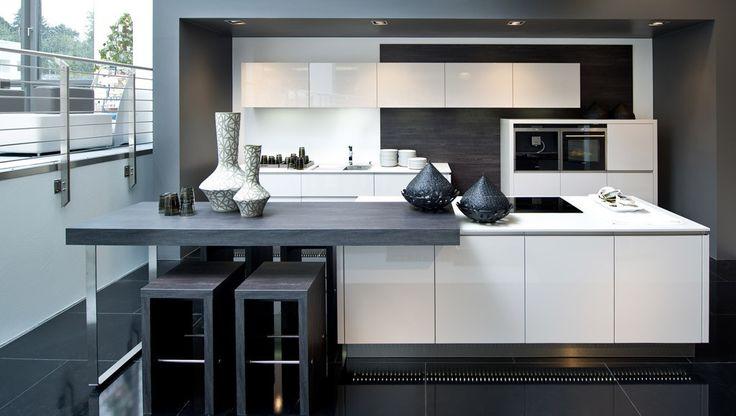 Nolte kuchen  - Vam'da cuisines Cuisine moderne laquée blanche avec plan de travail gris noir.
