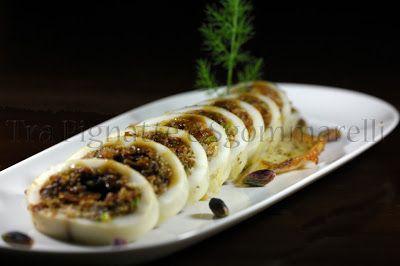 Calamaro ripieno di pomodori secchi, pangrattato e pistacchi, con bisque di gamberi