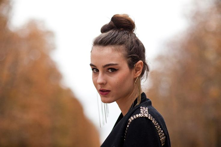 bunFashion, Cat Eye, Style, Jewelry Accessories, Messy Buns, Statement Earrings, The Sartorialist, Hair, Ears Cuffs