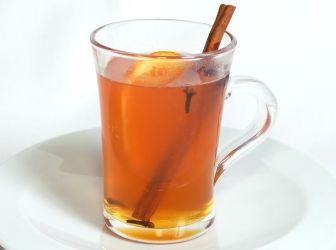Fűszeres grog ital recept: A grog egy ugyanolyan forró, téli melegítő ital, mint a forralt bor, csak ennek rum az alapja. Nagyon ízletes! Próbálja ki Ön is! http://aprosef.hu/grog_recept