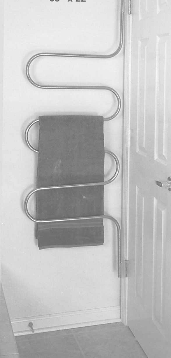 You Ll Like This New Towel Rack That Mounts On Door Hinges Behind