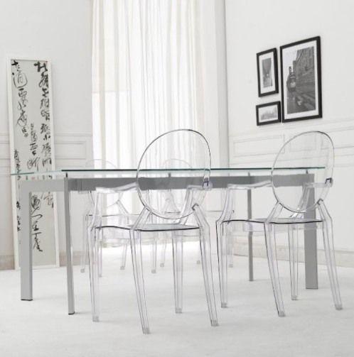 Mesa de pé cromado com cadeira transparente