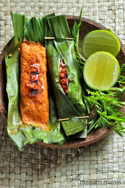 OTAK-OTAK ~~~ otak-otak is a grilled fish cake of ground fish meat mixed with tapioca starch and spices. it is traditionally served fresh, wrapped inside a banana leaf. [SIngapore] [Malaysia] [Indonesia] [azlitamasammanis] [seafood paste, fishcake paste, fish paste, seafood cake, crab cake, fishcake, shrimp cake]