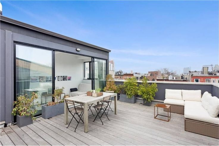 Apartment in Brooklyn, United States. My place is closed to Maison Premiere, Williamsburg Cinemas, and St. Anselm. You'll love my place because of the outdoors space, the neighborhood, and the light. My place is good for couples and families (with kids).