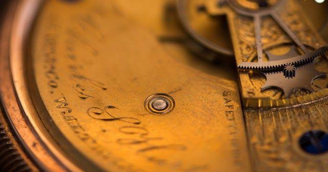 متابعي مدونة عالم الساعات لهواة ساعات قديمة ندعوكم لرحلة مميزة داخل زمن الماضي الجميل هل Online Vintage Stores Vintage Watches Dance Like No One Is Watching