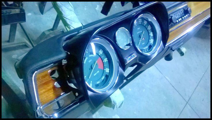 Plancia/cruscotto con quadro strumenti di un'Alfa Romeo Giulia del 1972.