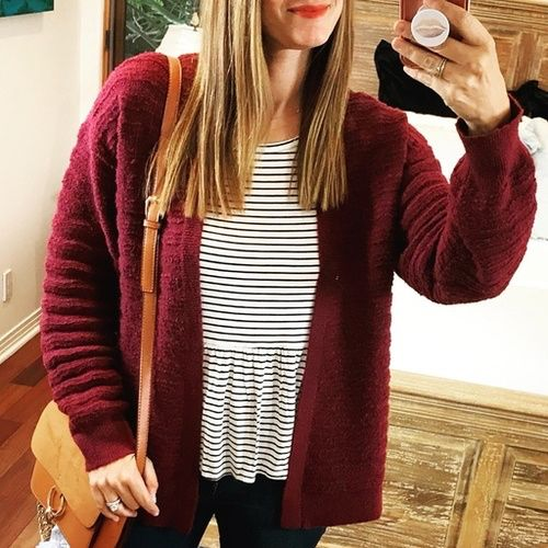 Feeling oh so cozy today in this long sleeved peplum tee & softest textured cardi ♥️ Seriously, this cardigan is amazing! It comes in 3 gorgeous colors too 🙌 So hard to choose! • Shop this look by tapping the link in my bio ⬆️ or visit www.trend-fix.com/shop-my-instagram 🖥 #ad