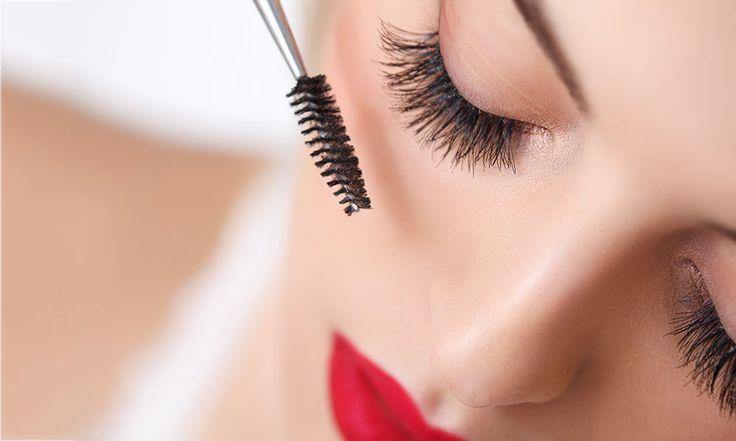 Come mettere il Mascara: la tecnica usata dai truccatori - http://www.beautydea.it/come-mettere-mascara/ - Scopriamo insieme come applicare in modo professionale il mascara, il prodotto make-up capace di cambiare il nostro sguardo.