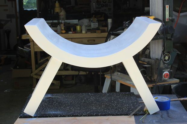 curved bench plans http://www.instructables.com/id/Curved-Bench-and-Infant-Sized-Boat-Photographers-P/