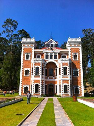 Fachada del castillo de la Ex Hacienda de Chautla