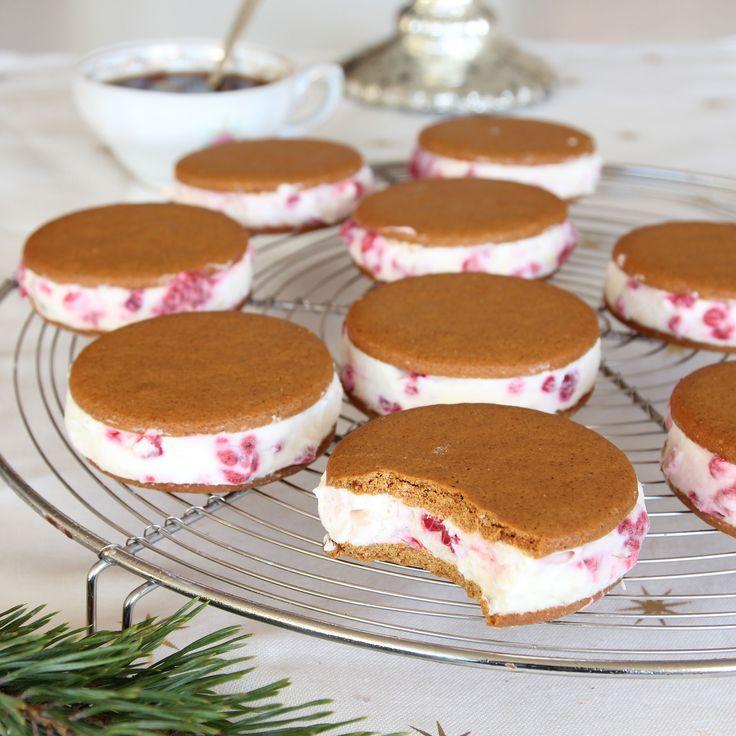 Fulländad dessert med pepparkakor fyllda med hallon- & vit chokladglass som kan förberedas några dagar i förväg.