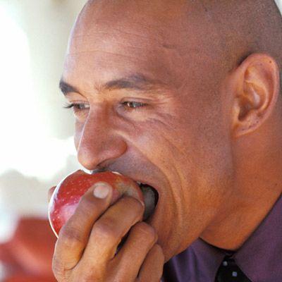 Nuts, berries, yogurt and more can be on the tasty and varied rheumatoid arthritis snacking menu.
