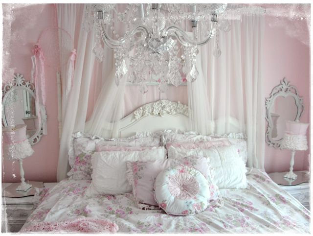 victorian shabby chic decor | The Fur babies all seem to like the new bedding....LOVE THIS BEDROOM
